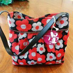 赤白花柄ワンハンドルベルト縁バッグ